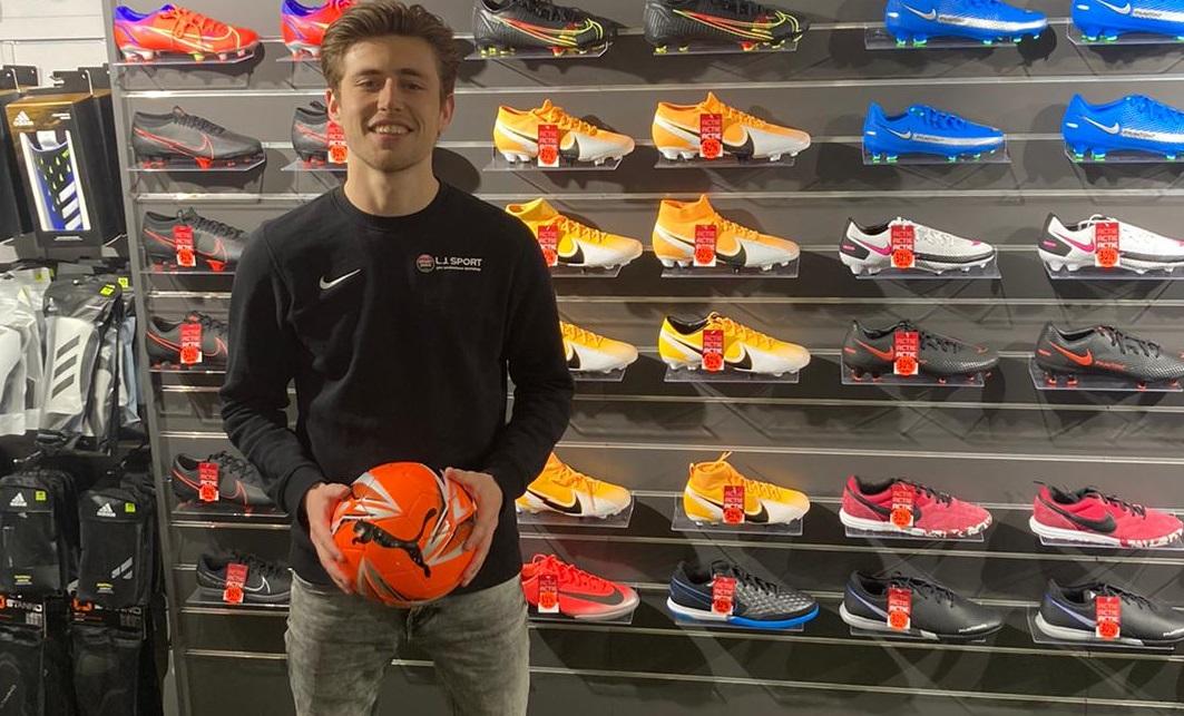 Stijn werkt bij LJ Sport, onze sponsor van de maand.